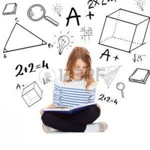 22380584-воспитание-и-школьное-понятие---маленькая-девушка-студ
